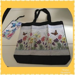 Beautiful, vinyl shopping or beach tote & wristlet
